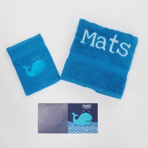 kobaltblauwe handdoek en washand met walvis voor Mats
