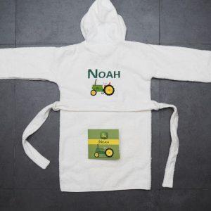 Badjas Noah met traktor